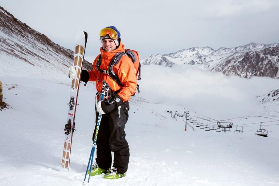 Защитная экипировка для занятия горными лыжами или сноубордом сделает активный отдых зимой безопасным и комфортным
