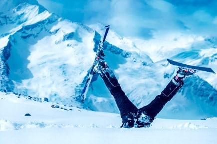 Самостоятельное обучение катанию на горных лыжах или сноуборде без инструктора может навредить вашему здоровью и вызовет технические ошибки